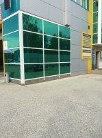 тонировка здания зеленой архитектурной пленкой