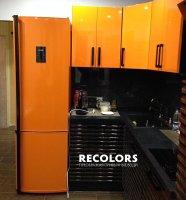 Recolors.ru Оклейка холодильника и шкафов кухни в ярко-оранжевый