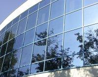 тонировка окон здания зеркальной пленкой